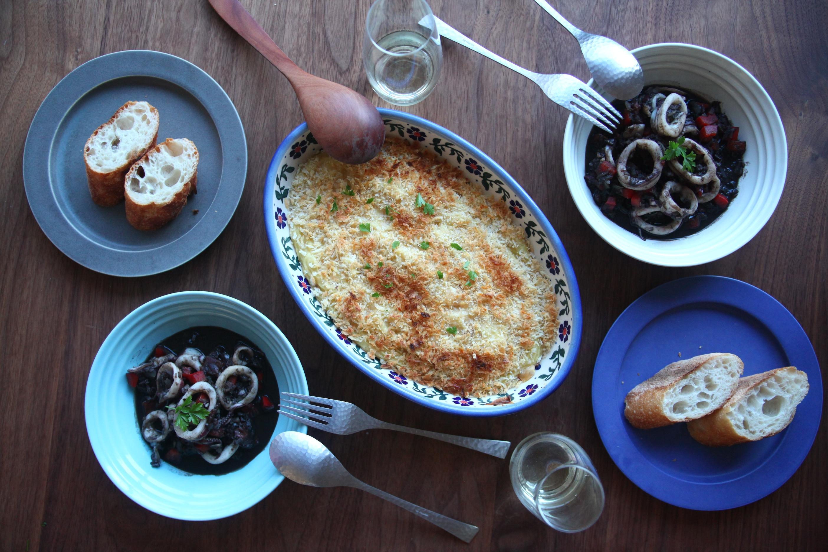 「オトコノキッチン」マッシュポテトのグラタンとイカの墨煮
