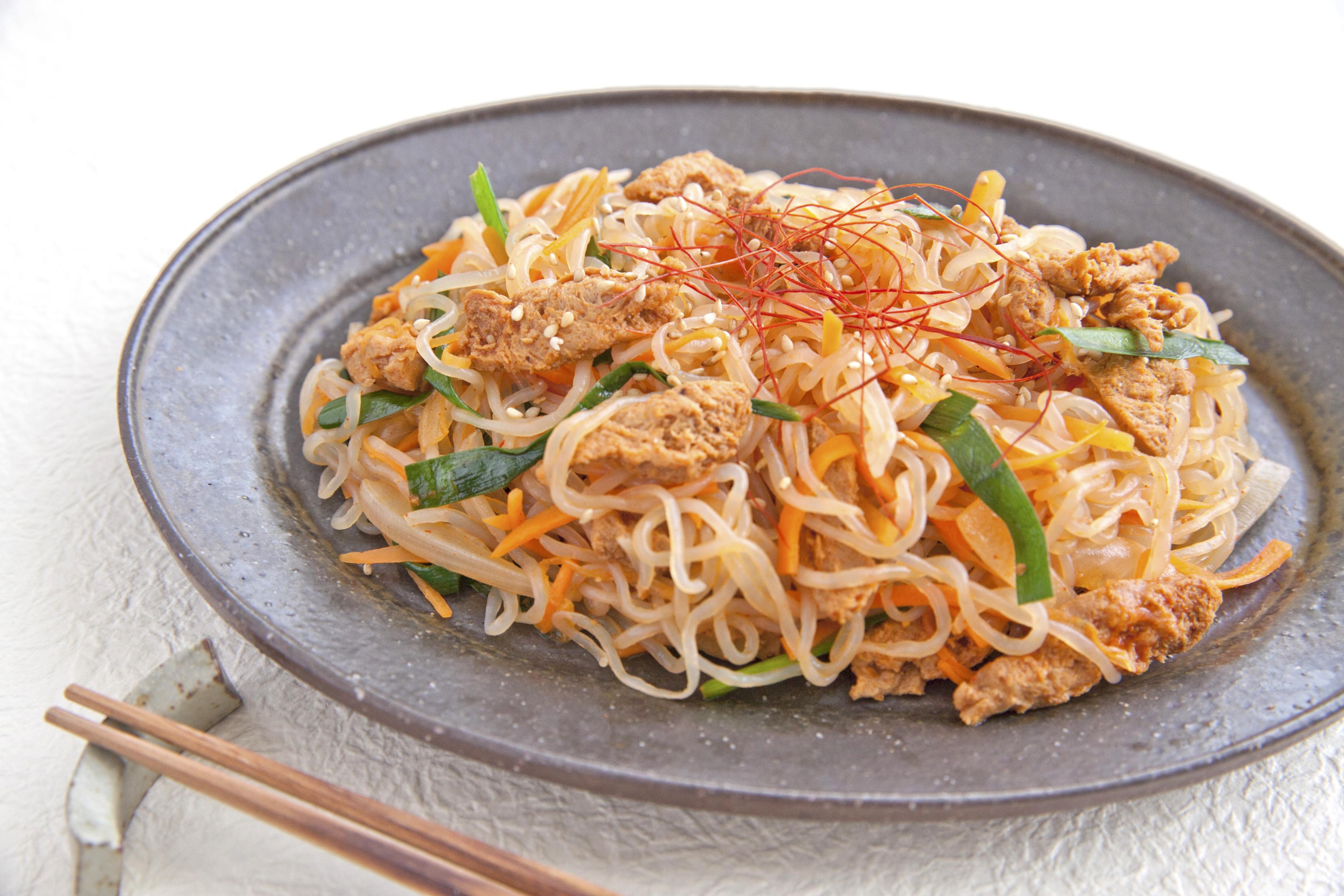 【マルコメレシピ】糖質控えめ料理!大豆のお肉としらたきでピリ辛チャプチェ