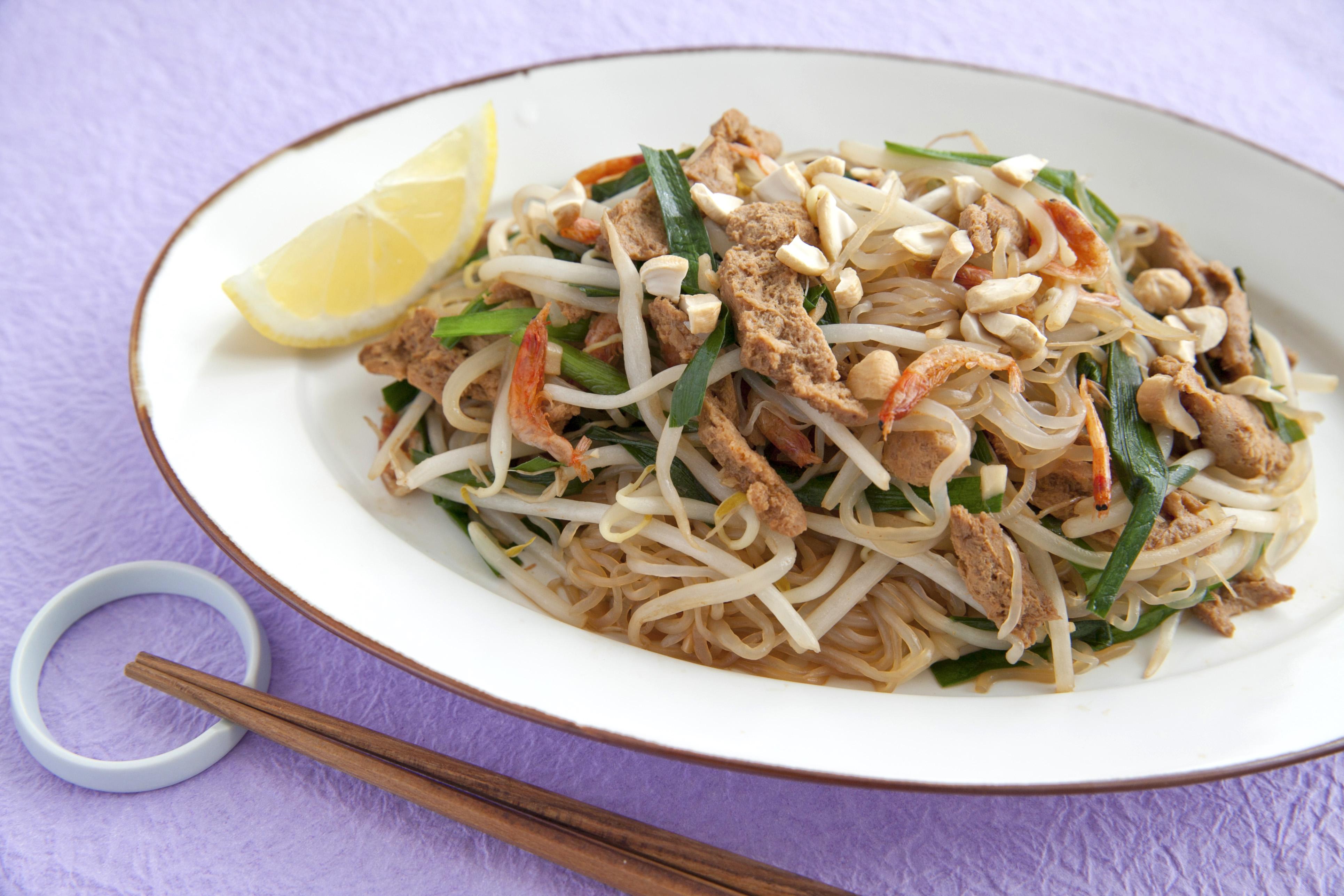 【マルコメレシピ】糖質控えめ料理!大豆のお肉としらたきでヘルシーパッタイ(タイ風焼きそば)