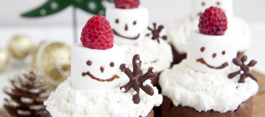 ヨーグルト入り!雪だるまのカップケーキ
