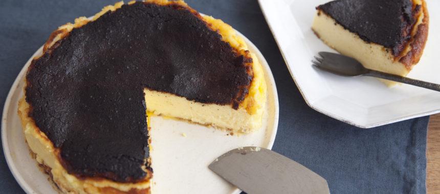 真っ黒がおいしい!バスク風チーズケーキ