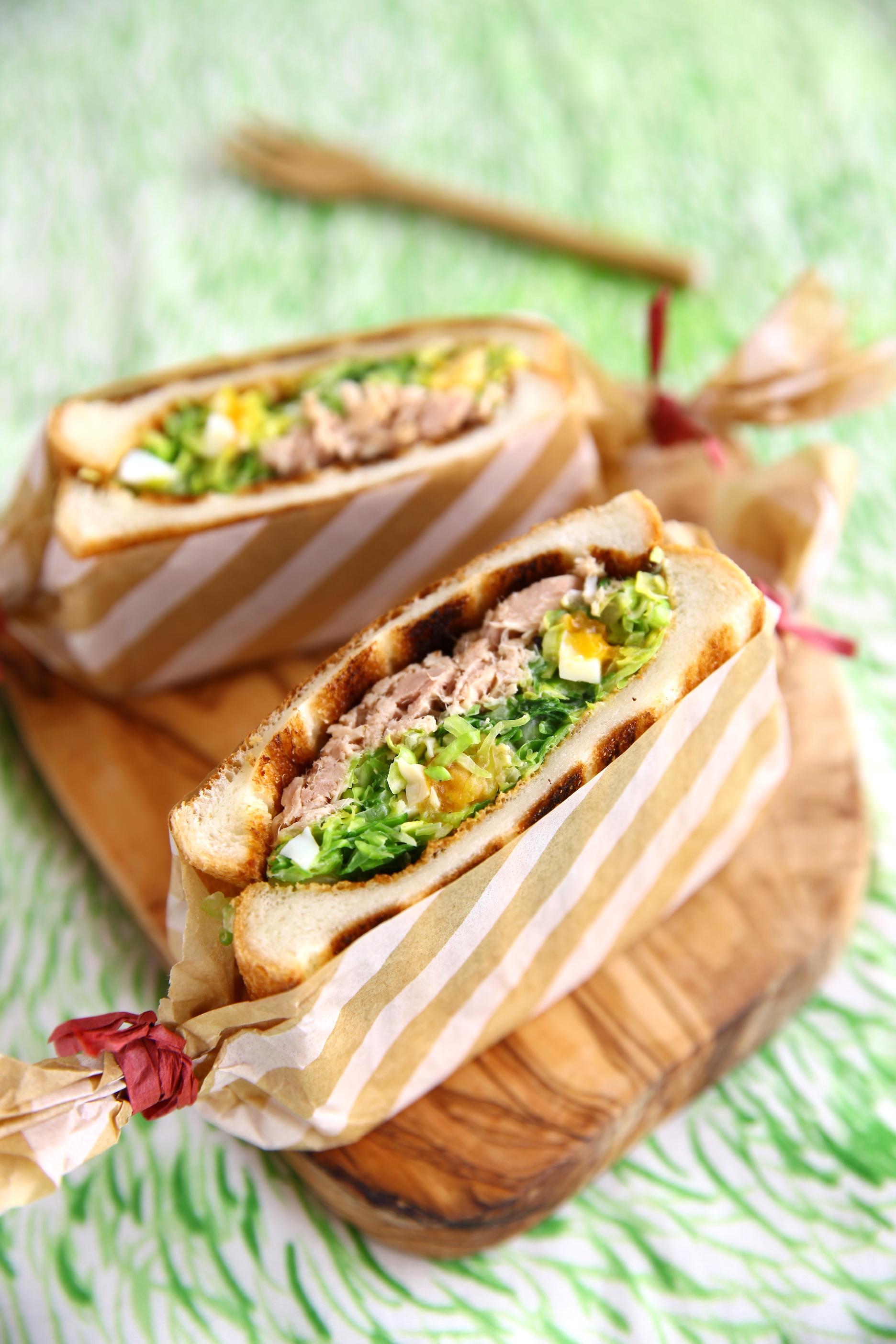 味玉入りコールスローとツナのサンドイッチ