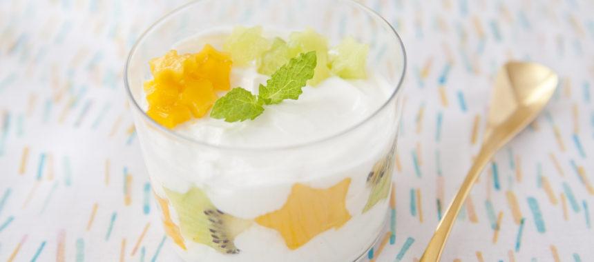 糖質控えめ!水切りヨーグルトとフルーツの七夕ミニパフェ