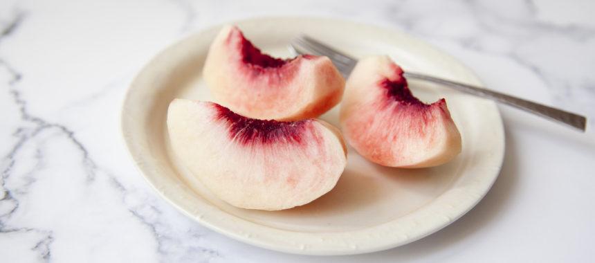 基本の桃の剥き方、切り方