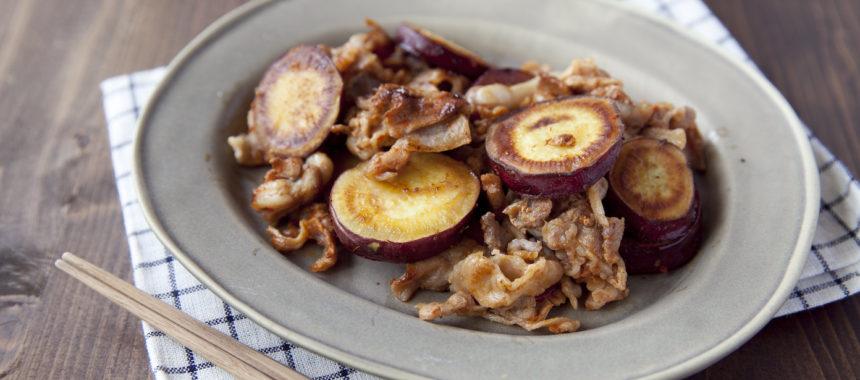 さつまいもと豚肉のピリ辛フライパン蒸し