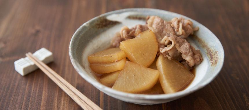 フライパンで手軽に煮込む、大根と牛肉の煮物