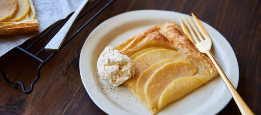 【「カルピス」レシピ】材料4つ、豪快アップルパイ
