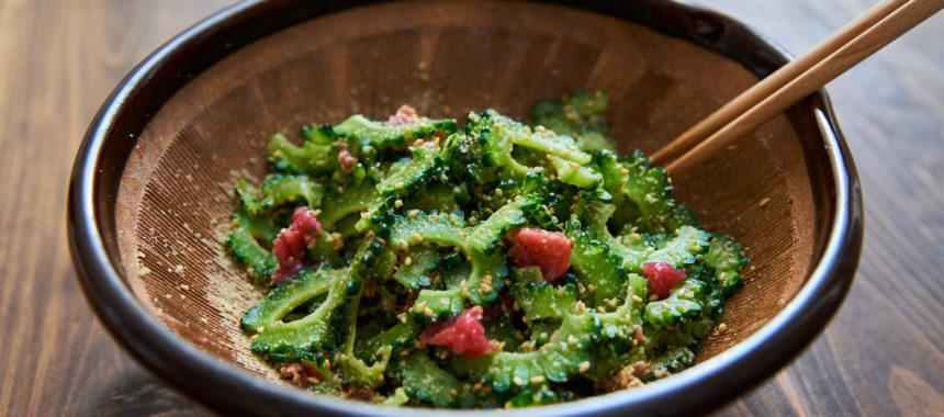 【茹でいらずで苦味を楽しむ】ゴーヤと梅のサラダ