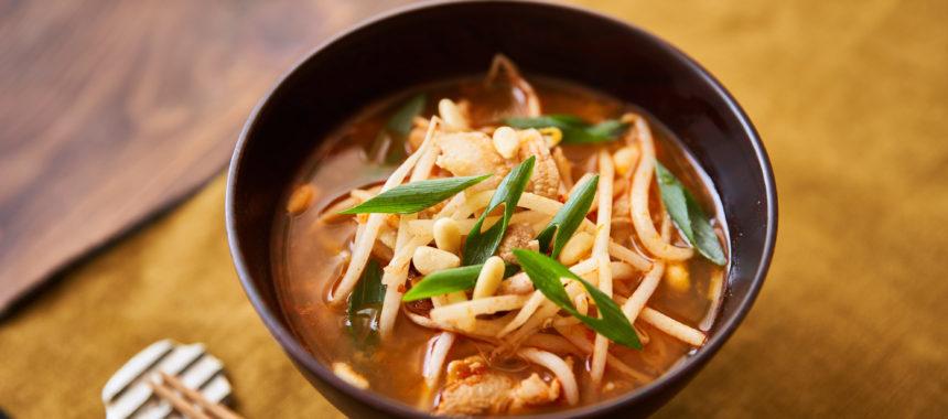 【「カルピス」レシピ】豚肉ともやしのチゲスープ