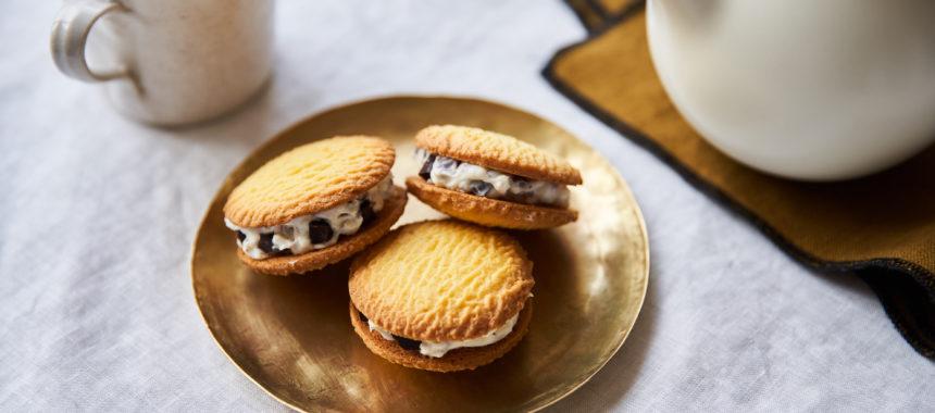 【「カルピス」レシピ】チーズクリームクッキーサンド
