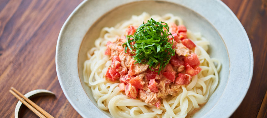 【「カルピス」レシピ】トマトツナのピリ辛混ぜうどん