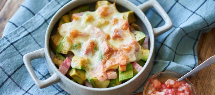 【糖質オフレシピ】アボカドのチーズ焼き サルサソース